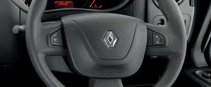Renault Master Bus Image 12
